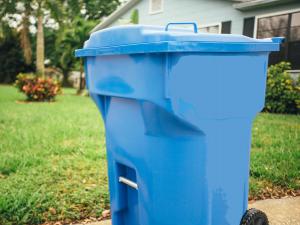 Curbside recycling bin